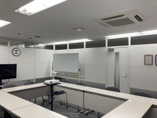 事務所内に事務室・開発室・会議室を作るための間仕切工事を施工させていただきました。